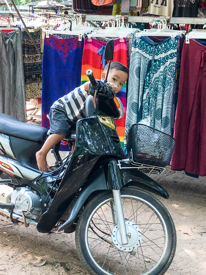 child in siem reap